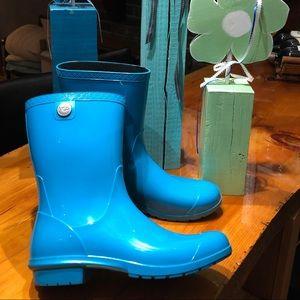 UGG rain boots size 11